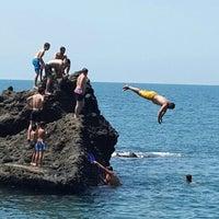 Photo taken at Kemeraltı Plaji by Nesrin S. on 7/28/2015