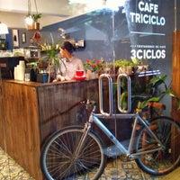 Foto tirada no(a) Café Triciclo por Madeleine H. em 5/13/2018