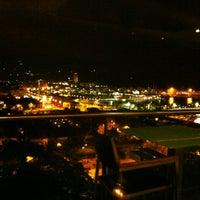 Das Foto wurde bei Miramar Restaurant Garden & Club von Beatriz G. am 10/26/2012 aufgenommen