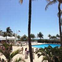 Foto tirada no(a) Deauville Beach Resort por Beto G. em 3/21/2013