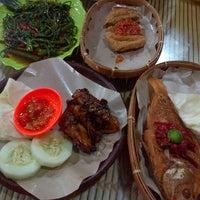 Photo taken at Ayam Goreng Lombok Idjo by Unggul J. on 2/24/2013