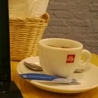 Photo taken at Delio Coffee by Khuê P. on 12/25/2013