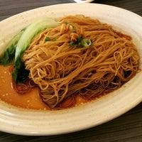 Photo taken at Uncle Xian Noodles House 阿贤猪肉丸拉面馆 by Jaylon m. on 2/14/2015