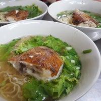 Photo taken at Gorn's Chicken Noodle by Thitiworada T. on 3/29/2018