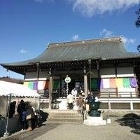 Photo taken at 自音寺 by Makuwauri on 1/3/2015