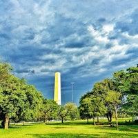 Foto tirada no(a) Obelisco Mausoléu aos Heróis de 32 por Daguito R. em 12/8/2012