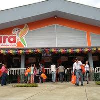 Photo taken at Tienda Ara Las Garzas by Davis R. on 7/4/2013
