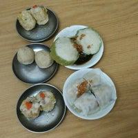 Photo taken at Aik Hoe Restoran (益和茶室) by Weng san T. on 9/13/2015