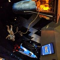 Foto scattata a Starship Gallery da Ioana 🚲✈🚀 C. il 12/16/2017