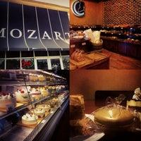 6/26/2013 tarihinde Domany L.ziyaretçi tarafından Mozart Bakery & Cafe'de çekilen fotoğraf