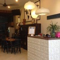 Foto tomada en The Town House 50 Hotel Saigon por Janet C. el 7/21/2014