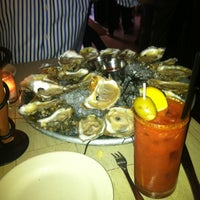 Foto tomada en Mermaid Oyster Bar  por Martha S. el 8/22/2012