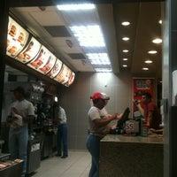 รูปภาพถ่ายที่ McDonald's โดย Felipe A. เมื่อ 8/20/2012