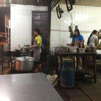 Photo taken at Mie Pasar Baru Jakarta by martin s. on 9/10/2013