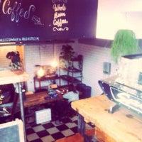 Foto tirada no(a) Lot Sixty One Coffee Roasters por Max V. em 10/31/2013