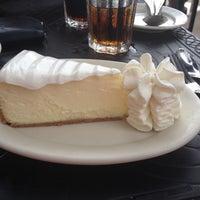 Photo prise au The Cheesecake Factory par Charlotte L. le7/14/2014