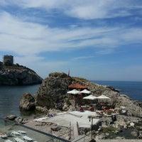 Foto tirada no(a) İyot Restaurant por Talha Serkan Y. em 6/11/2013
