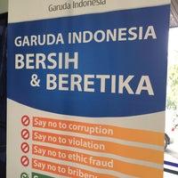 Photo taken at Garuda Indonesia Sales & Ticketing Office by Rizami Ichwan L. on 3/27/2014