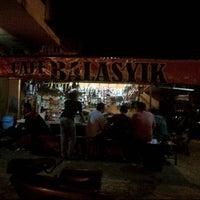 Photo taken at Cafe balasyik by Danu S. on 4/26/2014