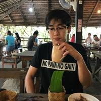 Photo taken at ม่านเมืองอาหารเหนือ by maknea b. on 6/4/2017