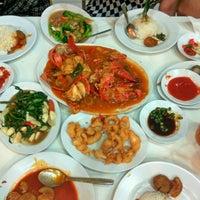 Photo taken at Pondok pangadaran Seafood by Asmita M. on 9/12/2016