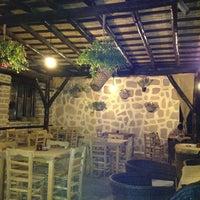 6/12/2013 tarihinde Zeliha B.ziyaretçi tarafından Silenos Cafe'de çekilen fotoğraf