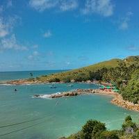 Foto tirada no(a) Praia de Calhetas por Vitor B. em 6/19/2013