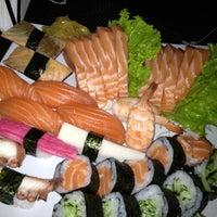 Foto tirada no(a) Sakanã Sushi & Hand Rolls por Claudio C. em 11/2/2012