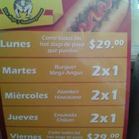 Photo taken at Perrón - Hot Dogs y Hamburguesas by Octavio C. on 6/15/2013