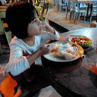 Photo taken at Aida Tomyam Seafood by Mohd A. on 3/12/2014