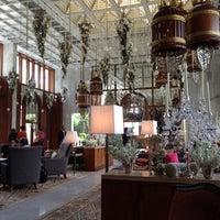 12/14/2012 tarihinde Dechanuchit K.ziyaretçi tarafından Mandarin Oriental, Bangkok'de çekilen fotoğraf