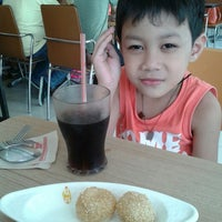 Photo taken at Chowking by Prue d. on 10/3/2015