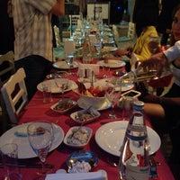 Foto tomada en Samos Tavern Restaurant por Halil S. el 5/2/2015