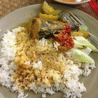 Photo taken at Restoran Baloh by Wan R. on 6/29/2013