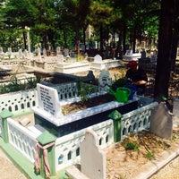 Photo taken at Karaağaç Mezarlığı by Hüseyin Burak B. on 8/18/2017