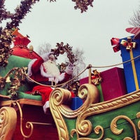 Photo taken at Town Square – Main Street U.S.A by Thibault d. on 12/13/2012