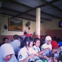 Photo taken at Mie Ayam Pak Hadi (Depan SMP N 21 Semarang) by Vega V. on 8/19/2013