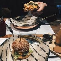 Снимок сделан в Ketch Up Burgers пользователем Sonia Y. 3/10/2017