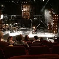 Foto tomada en The Milburn Stone Theatre por Matt D. el 5/4/2014