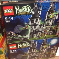 Photo taken at Lego Store by Gianinna P. on 9/2/2013