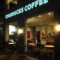 Foto tirada no(a) Starbucks por Leonardo F. em 7/20/2013
