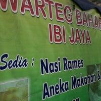 Photo taken at WArteg Bahari Ibi Jaya by Ooh G. on 6/8/2013