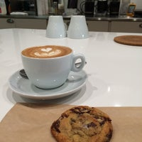 Photo prise au Wrecking Ball Coffee Roasters par Michelle W. le10/29/2014