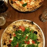 Foto tirada no(a) Una Pizza Napoletana por Deepika P. em 9/11/2018
