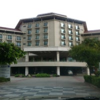 Photo taken at Radisson Blu Water Garden Hotel by Tle M. on 5/28/2013
