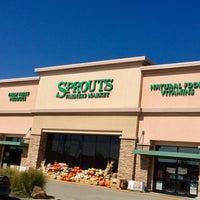 Photo taken at Sprouts Farmers Market by jessieTHEjazz on 10/5/2016