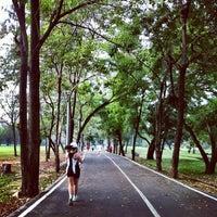 1/26/2013 tarihinde YuiYeahziyaretçi tarafından Vachirabenjatas Park (Rot Fai Park)'de çekilen fotoğraf