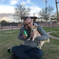 Das Foto wurde bei Centennial Hills Dog Park von Mike G. am 3/26/2018 aufgenommen