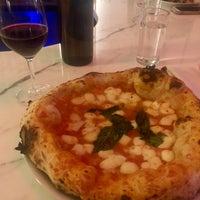 รูปภาพถ่ายที่ Una Pizza Napoletana โดย John N. เมื่อ 6/14/2018
