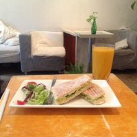 Photo taken at Livewell Juice Cafe by Maria P. on 6/20/2013